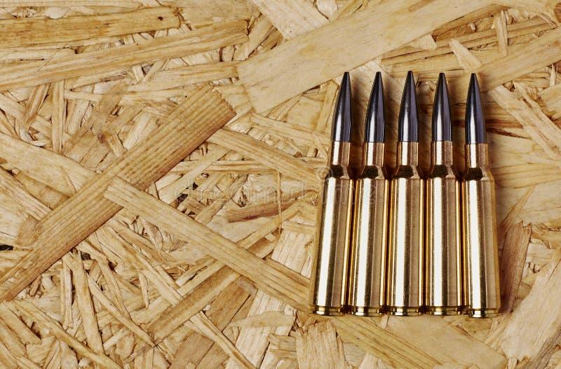 Kogels op houten textuur royalty-vrije stock afbeeldingen