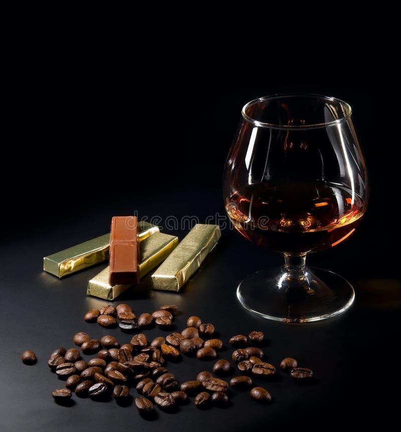Kognak- und coffebohnen stockfoto