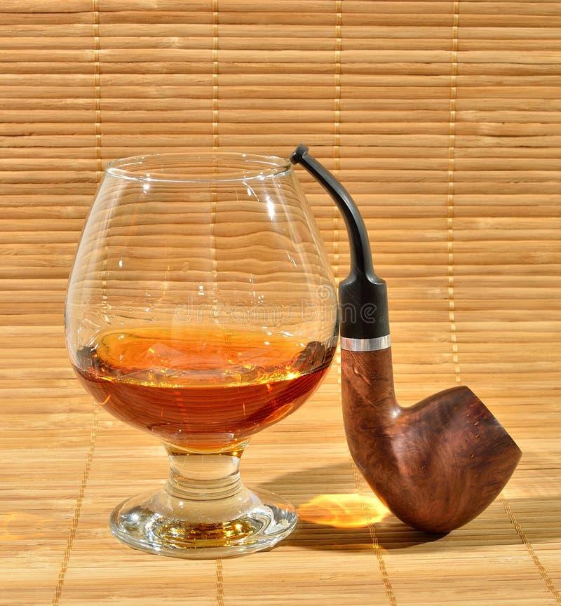 Download Kognak und Rohr stockbild. Bild von kognak, rauchen, schottisch - 26351189