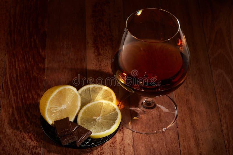 Kognak, Zitrone und Schokolade stockfotografie