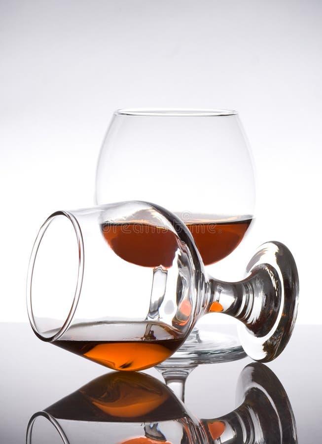 Kognakglas mit Weinbrand stockfotos