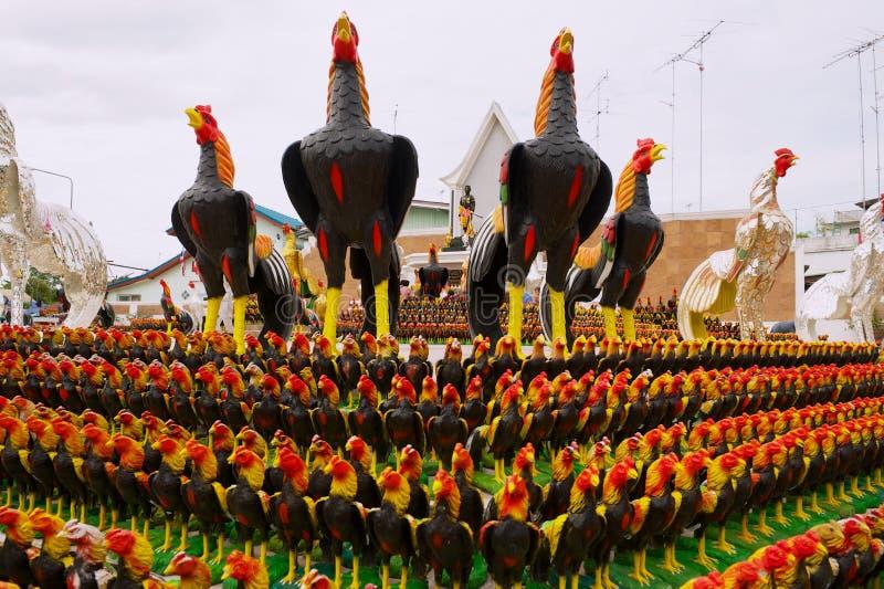 Kogut statuy przy zabytkiem kr?lewi?tko Naresuan Wielki w Suphan Buri, Tajlandia fotografia royalty free