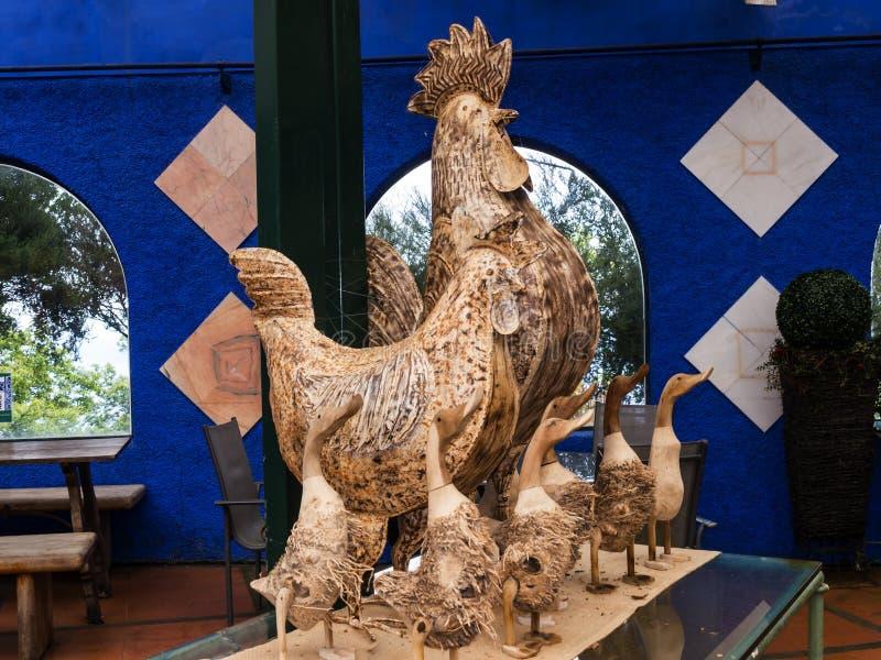 Koguta i kaczki statuy w Tropikalnym ogródzie przy Monte nad Funchal madera zdjęcie stock
