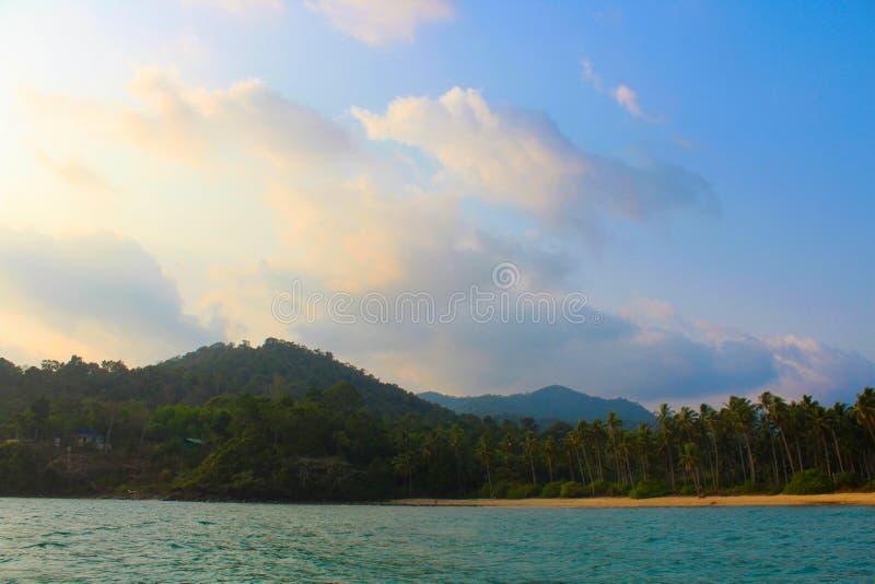 Koh Chang en le bateau images stock