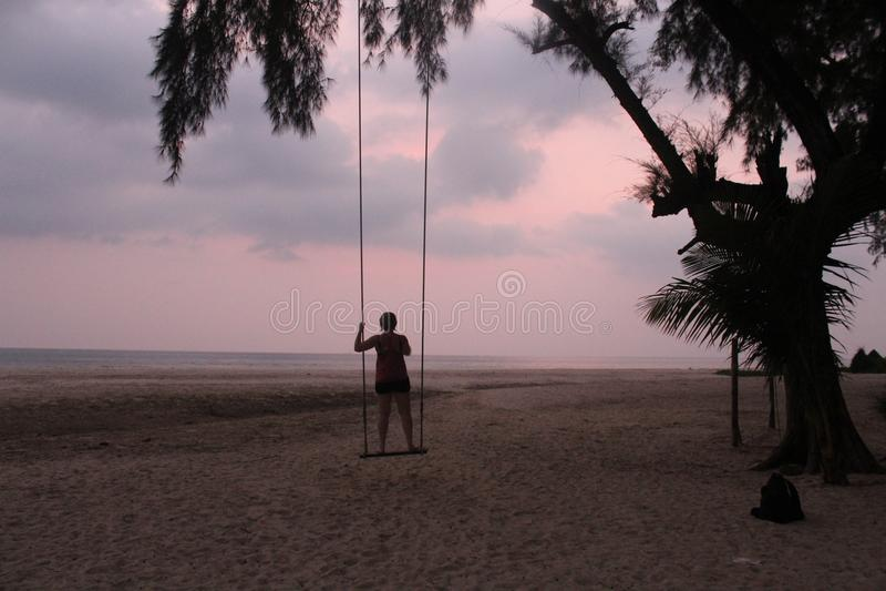 Koh Chang Sunset na praia imagem de stock