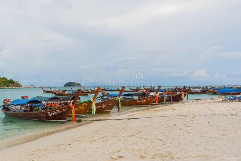 Koh Lipe, Thaïlande - novembre 28,2014 : Bateaux de longue queue photo stock
