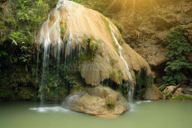 KOH luang Wasserfall lizenzfreie stockfotografie