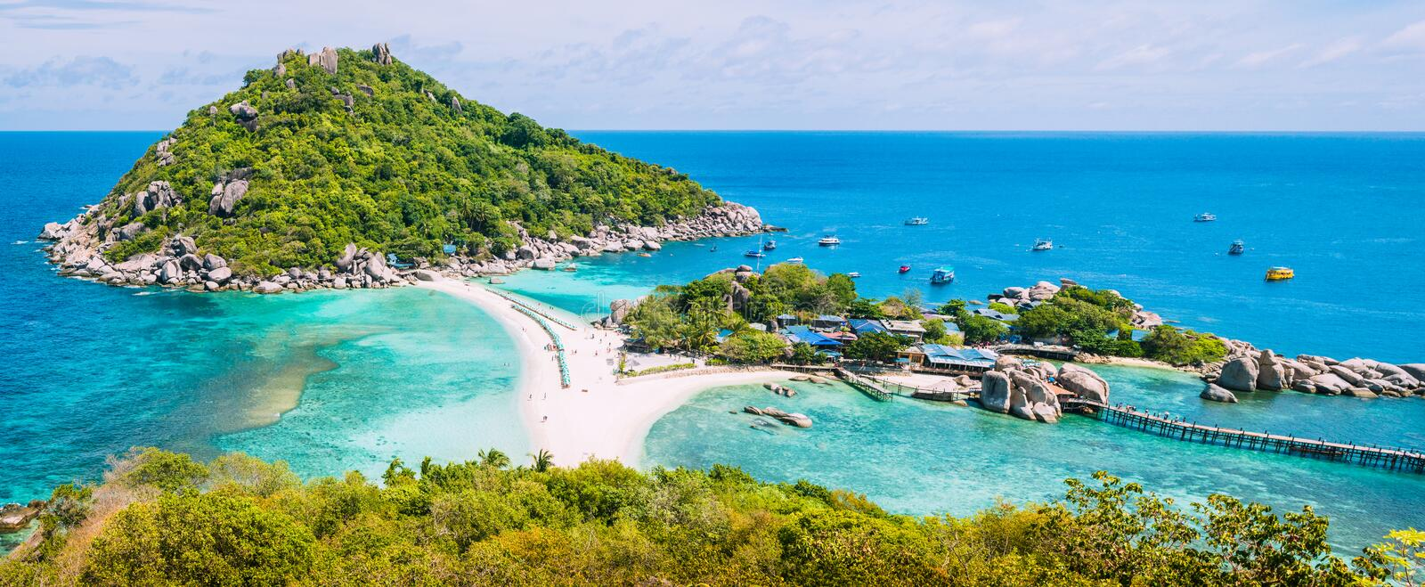 Koh Nangyuan Island on Sunny Day and Beautiful Clear Blue Water, Surat Thani, Thailand stock photography