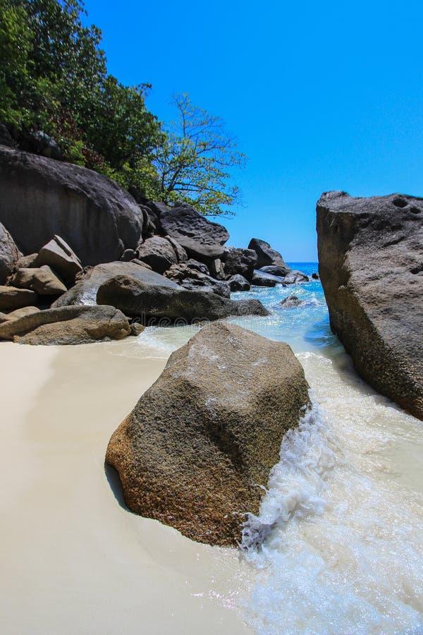 KOH 4, parc national d'îles de Similan, province de Phang Nga, Thaïlande du sud Avec la plage blanche, la belle eau photographie stock