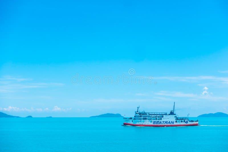 Koh Samui ö, Thailand - Maj 14 2018: Den Seatran färjan framför royaltyfria bilder