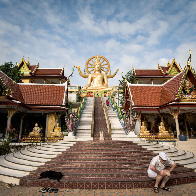 KOH SAMUI, THAILAND - 24. DEZEMBER: Großer Buddha bei Wat Phra Yai im KOH lizenzfreies stockbild