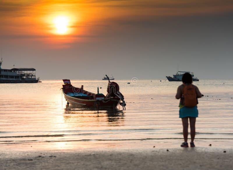Koh Tao öflicka på stranden arkivbilder