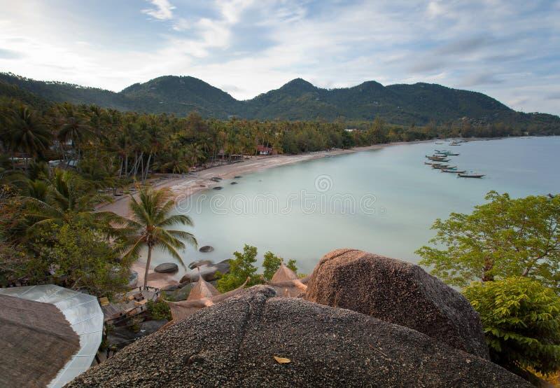 Koh TaoIsland na słonecznym dniu i Pięknej Jasnej błękitne wody obraz royalty free