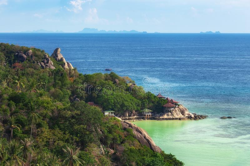 Koh TaoIsland na słonecznym dniu i Pięknej Jasnej błękitne wody zdjęcie stock