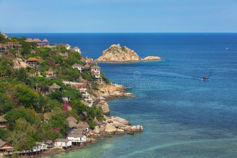 Koh TaoIsland na słonecznym dniu i Pięknej Jasnej błękitne wody zdjęcie royalty free