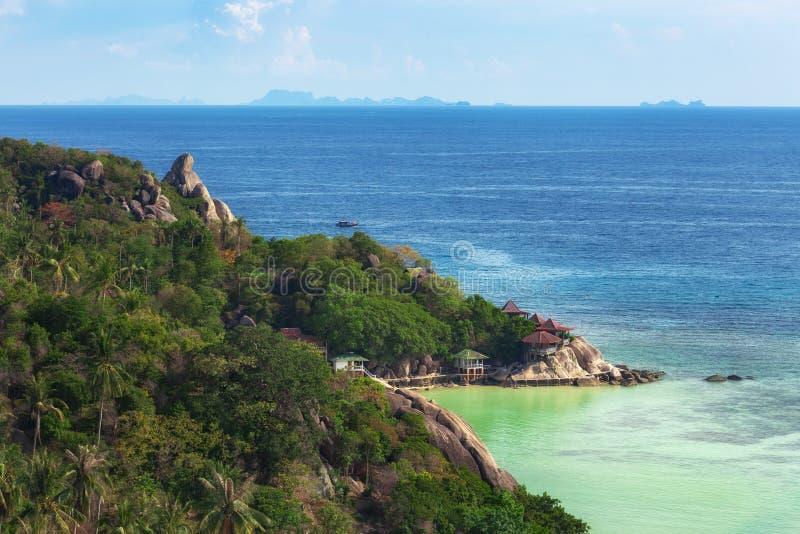 Koh TaoIsland op Sunny Day en Mooi Duidelijk Blauw Water stock foto