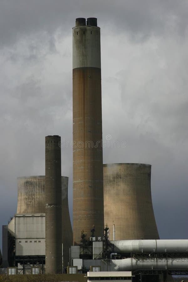 Kohle-brennendes Kraftwerk stockbild