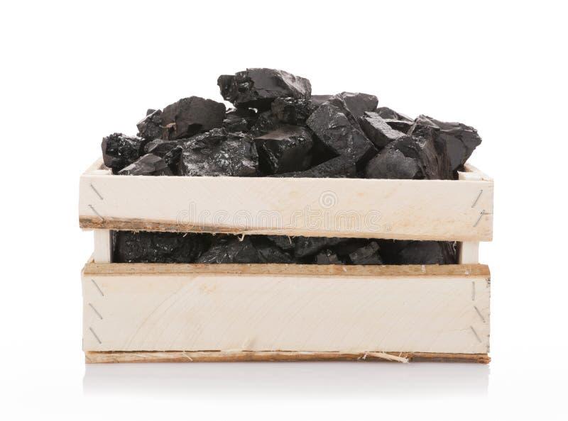 Kohle in einem hölzernen Kasten stockbild