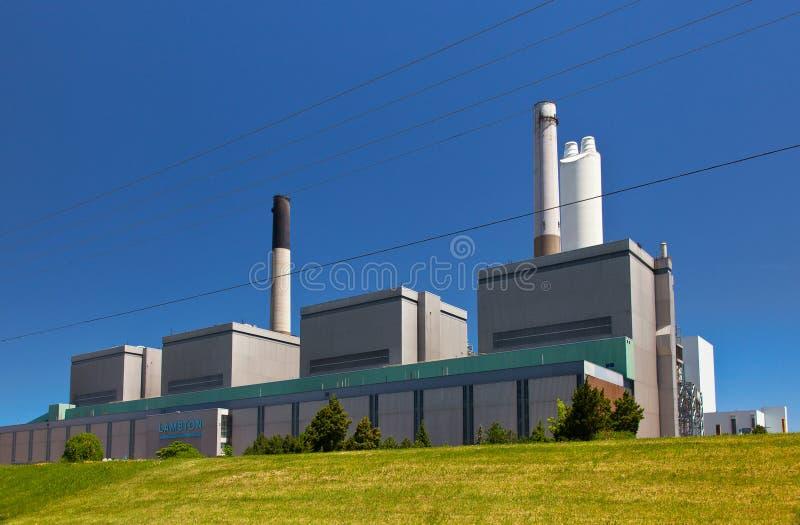 Kohle tankte StromKraftwerk-Generationsstationsgebäude lizenzfreie stockbilder