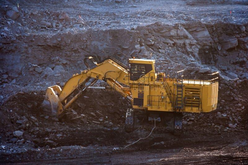 Kohle-Vorbereitungsanlage Großer Bergbau-LKW an Arbeitsstandort-Kohlentransport lizenzfreie stockbilder
