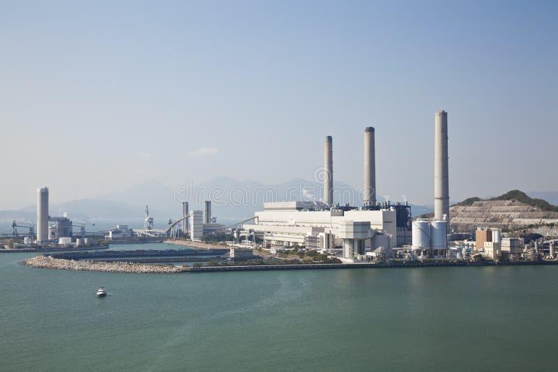 Kohlebeheiztes Kraftwerk stockfotos