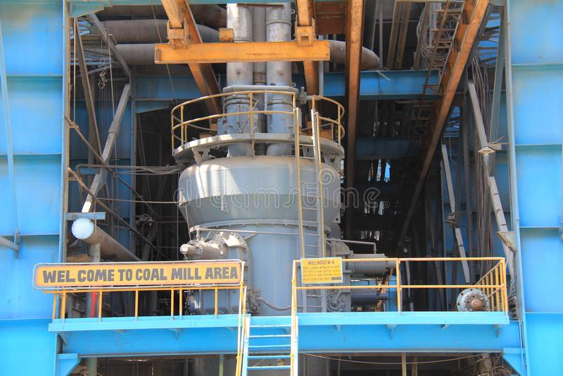 Kohlen-Mühle eines Wärmekraftwerks stockfotografie