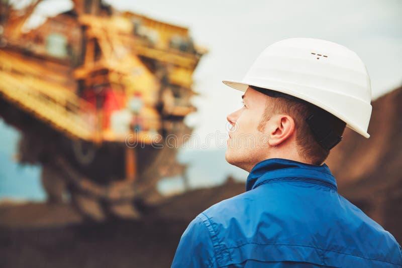 Kohlenbergbau in einer geöffneten Grube lizenzfreies stockbild