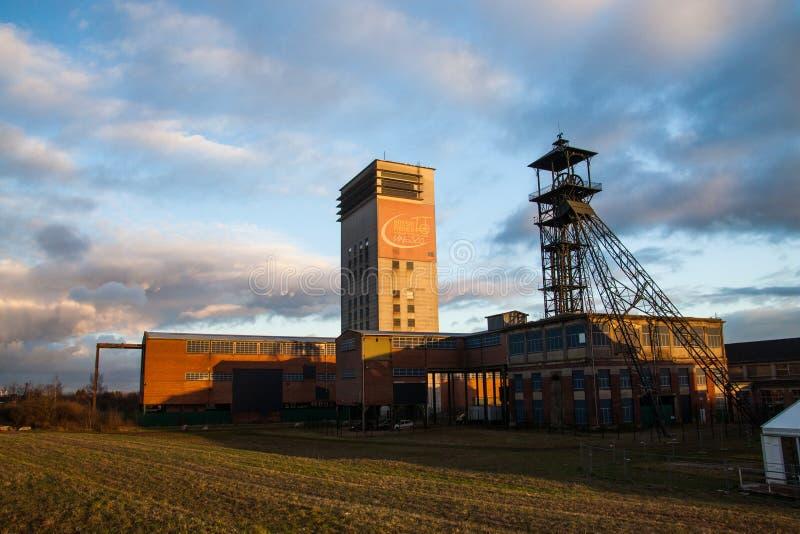 Kohlengrube an der Dämmerung lizenzfreies stockfoto