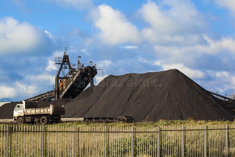Kohlenhaufen stockbild