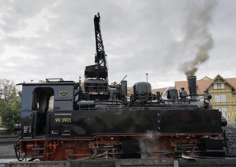 Kohlenladen des Dampfzugs in Wernigerode lizenzfreie stockfotos