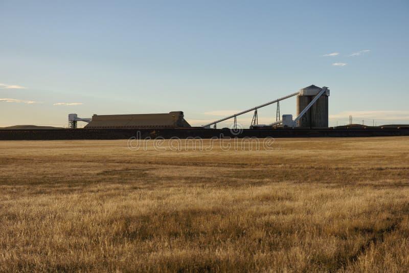 Kohlezug, der in Wyoming lädt stockbilder