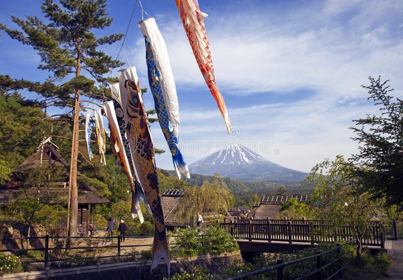 Koinbori около Mount Fuji стоковая фотография