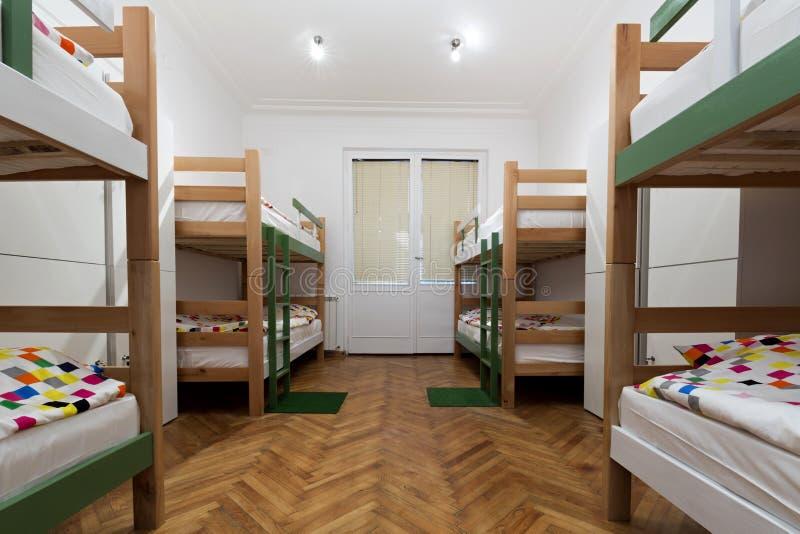 Koj łóżka w schronisko pokoju fotografia stock