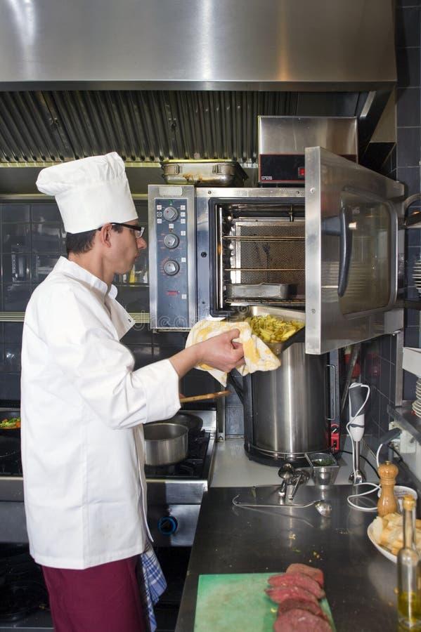 Kok en oven royalty-vrije stock afbeelding