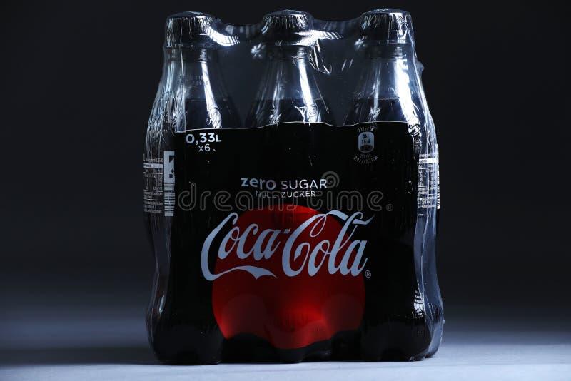 koka-kola paczki napoje zdjęcie stock