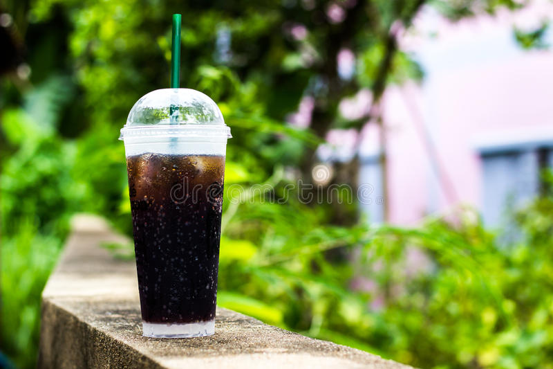 Koka sok w szkle zdjęcia stock