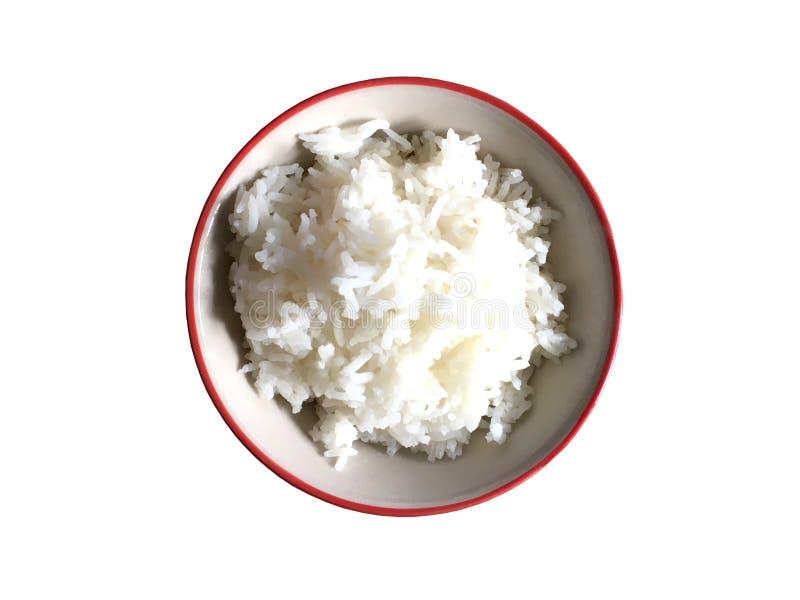 Kokade ris i den keramiska bunken som isoleras på vit bakgrund royaltyfri bild