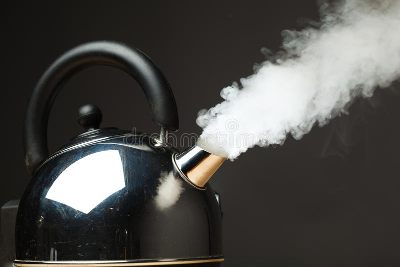 kokande kettle arkivbilder