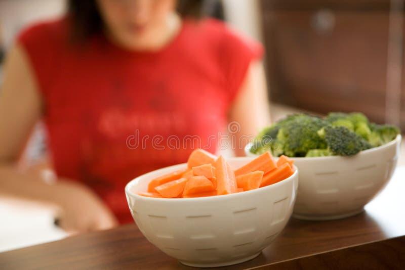 Kokend gezond voedsel stock foto's