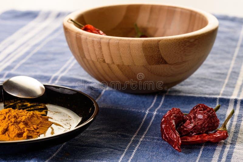 Kokend kruidig voedsel stock afbeeldingen