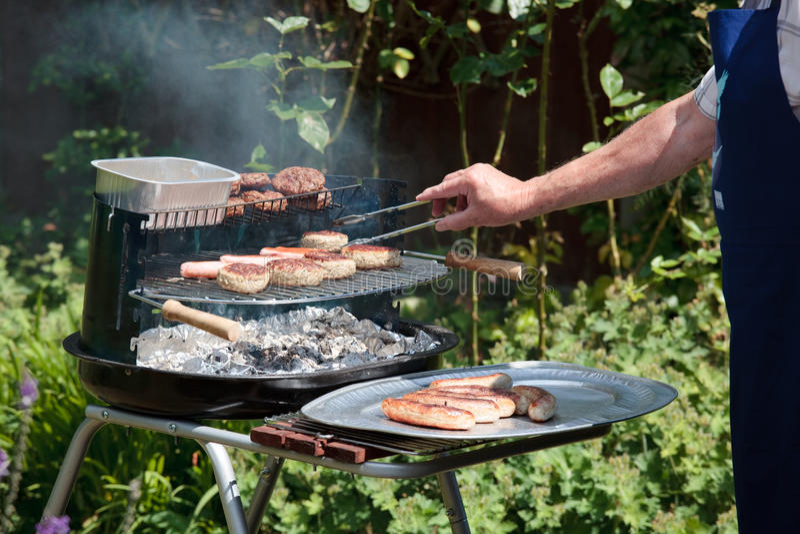 Kokend vlees op een Barbecue royalty-vrije stock foto