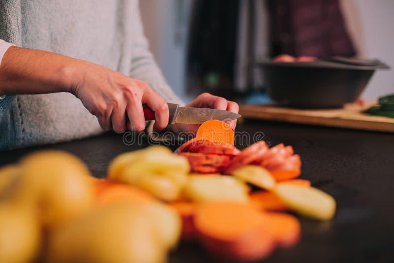 Kokende aardappels en bataten royalty-vrije stock foto's
