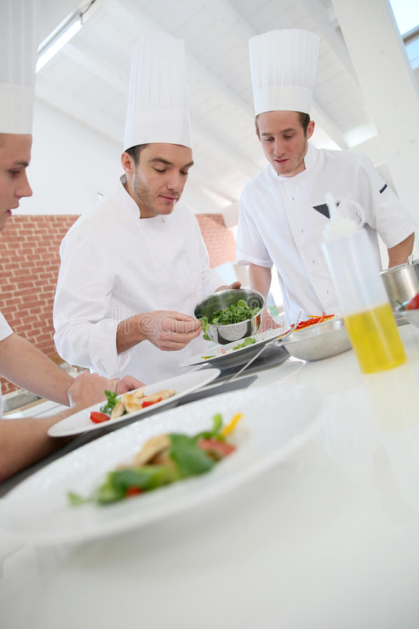 Kokende klasse met chef-kok royalty-vrije stock afbeelding