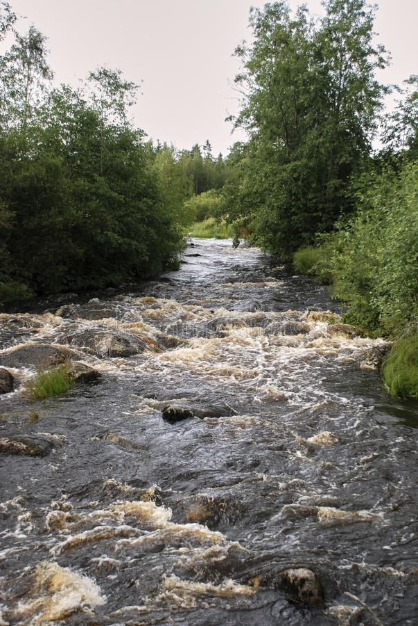Kokende rotsachtige rivier royalty-vrije stock fotografie