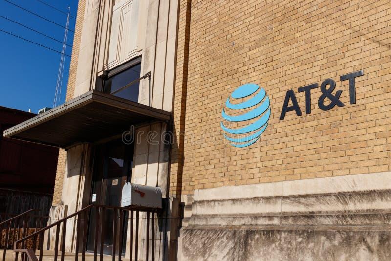 Kokomo - το Δεκέμβριο του 2018 Circa: Ασύρματος μαγαζί λιανικής πώλησης κινητικότητας της AT&T Η AT&T προσφέρει τώρα IPTV, VoIP,  στοκ φωτογραφία με δικαίωμα ελεύθερης χρήσης