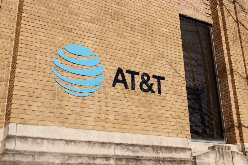 Kokomo - το Δεκέμβριο του 2018 Circa: ATAT&T ασύρματος μαγαζί λιανικής πώλησης κινητικότητας Η AT&T προσφέρει τώρα IPTV, VoIP, τη στοκ φωτογραφίες με δικαίωμα ελεύθερης χρήσης