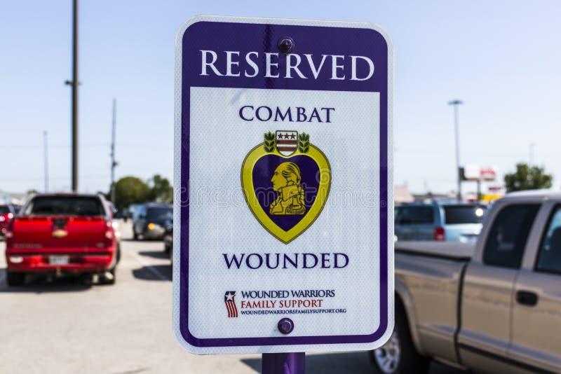 Kokomo - vers en août 2017 : Le combat réservé a blessé le vétéran/stationnement de Purple Heart à un entrepôt XI d'amélioration  photo stock
