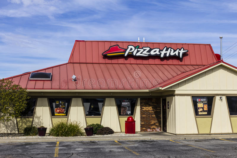 Kokomo - vers en octobre 2016 : Restaurant occasionnel rapide de Pizza Hut Pizza Hut est une filiale de YUM ! Marques I image libre de droits