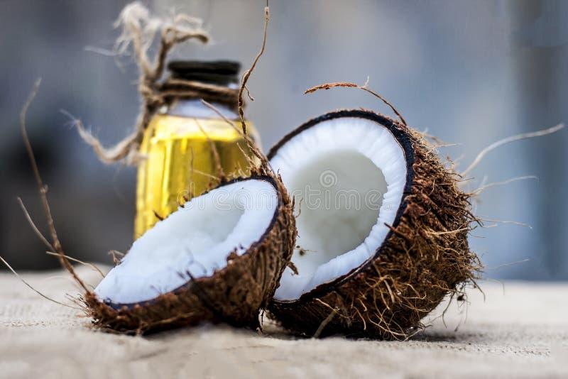 Kokosnöt- & kokosnötolja arkivbild