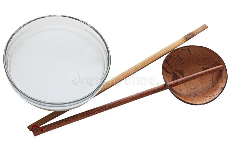Kokosnöt Shell Ladle och bambupinne arkivbilder